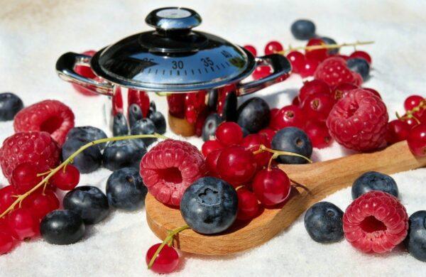 Marmelade aus frischen Früchten kochen
